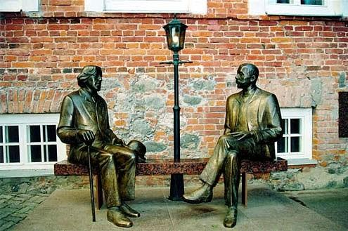 Sculpture Oscar Wilde and Eduard Vilde