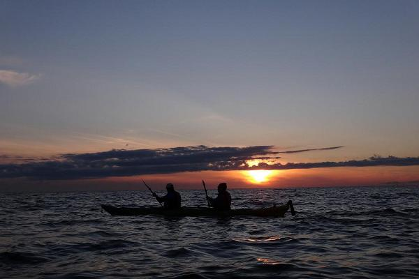 Sunset kayak tour around the Manija island by Seikle Vabaks