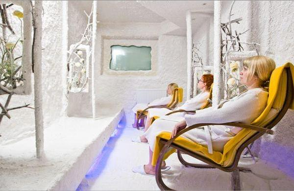 Salt chamber therapy