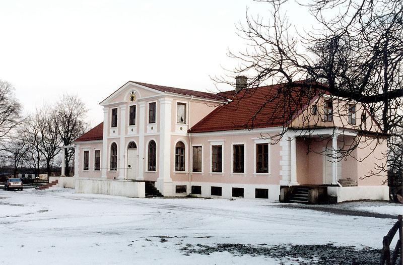 Oti manor