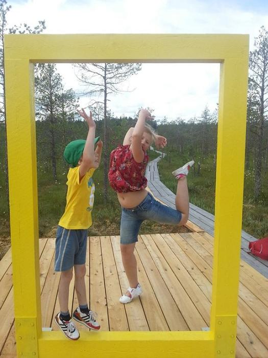 Children by the yellow National Geographic window in the Valgesoo bog