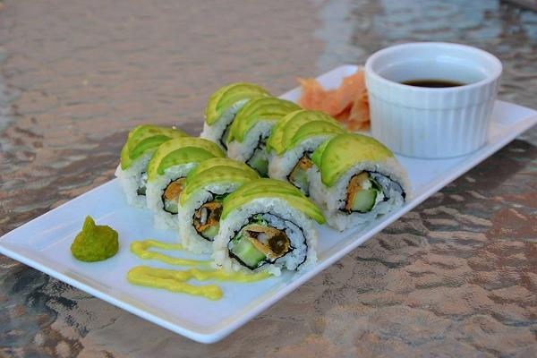 Mussel uramaki with avocado and cream cheese