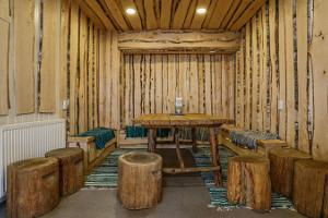 Steam saunas and bathing barrels