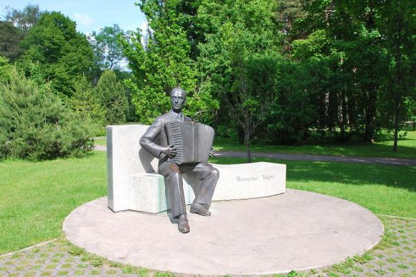 Statue of Raimond Valgre