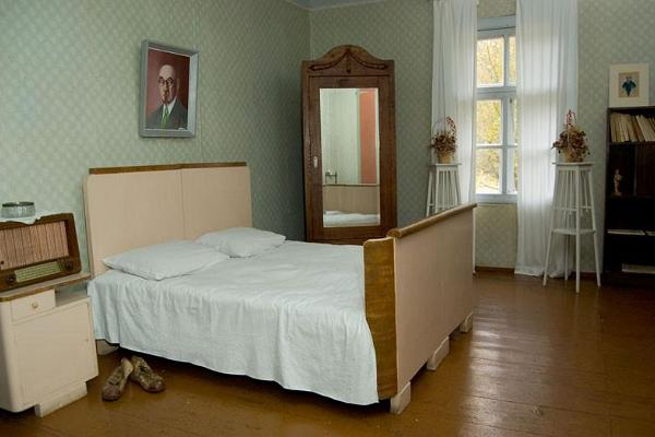Bedroom at the Mart Saar Museum