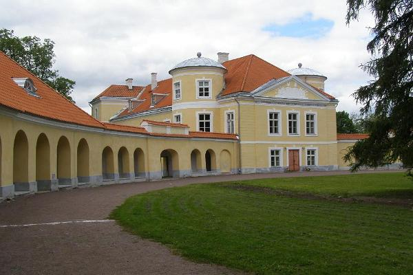The front side of Kiltsi castle