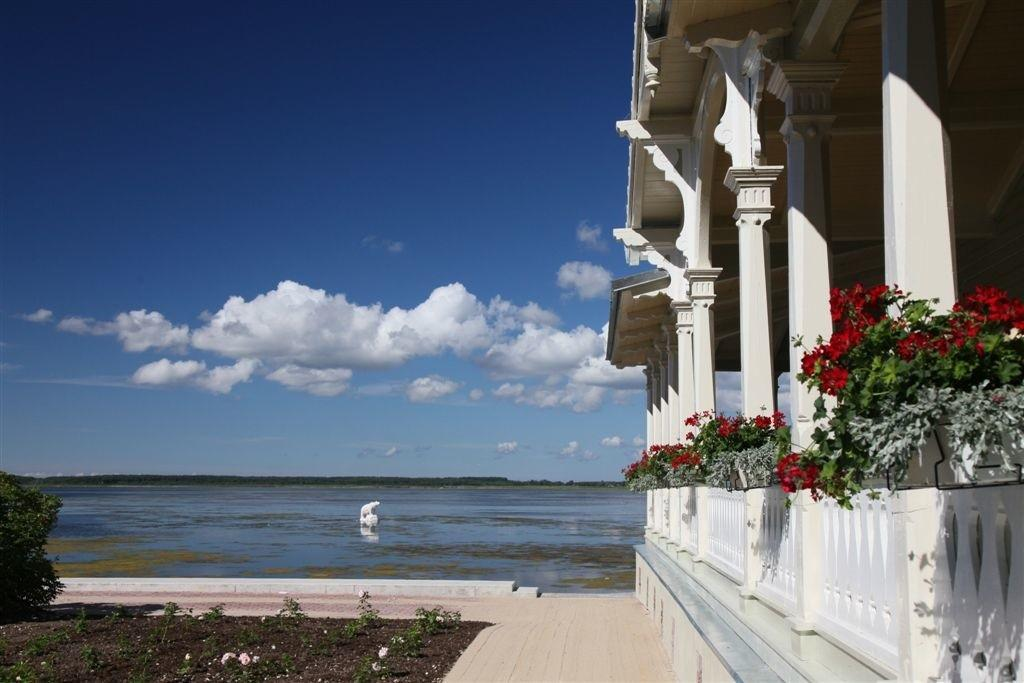 Balcony with a view of the sea