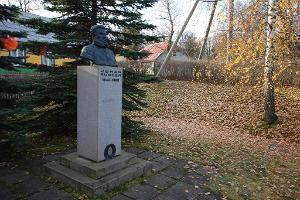 Juhan Kunders monument