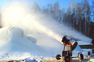 Making artificial snow