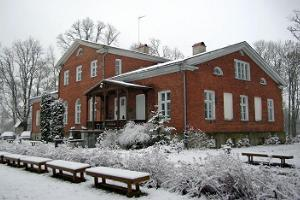 Mädapea Manor in winter