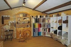The farm shop of the alpaca farm offers a wide range of products and yarn made of alpaca wool
