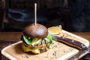 """Black"" burger with king prawn steak and mango-coconut-chilli sauce"