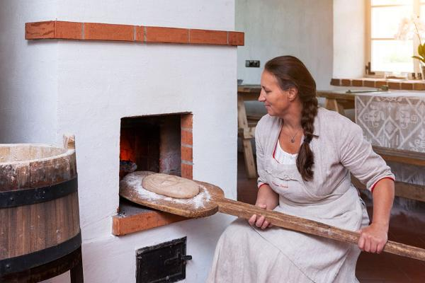 "Hellenurm Watermill programme ""From water to bread or making flour in a mill and bread in a bakery"""