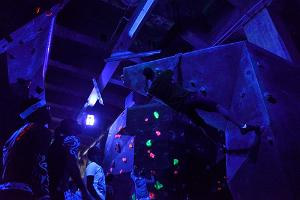 Ministry of Climbing, UV-climbing competition
