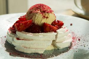 Strawberry Pavlova with vanilla ice cream