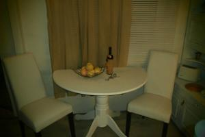 Little Secret Suite, dining table