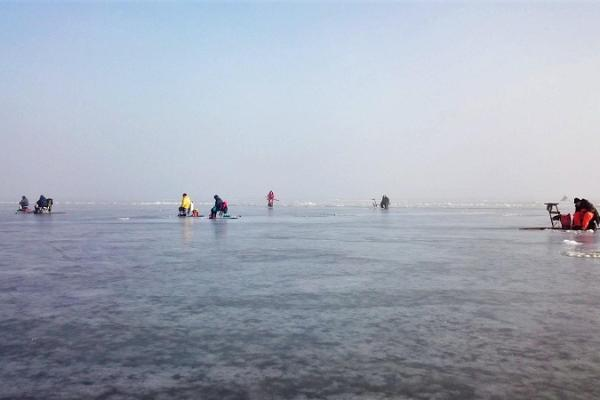 Ice fishing on Pärnu Bay + accommodation