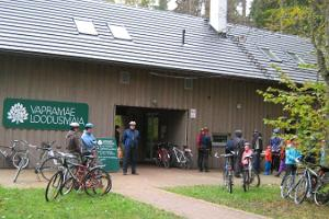 Cycling in the Elva landscape protection area and discovering wildlife and history