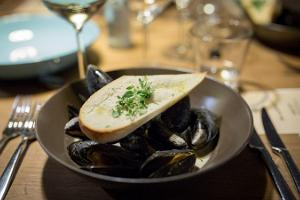 Mussels in a spicy and creamy broth