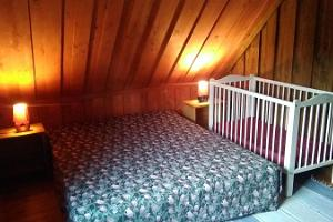 Markna Tourist Farm. Sauna. Red bedroom. Baby cot.