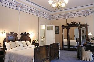 Ammende – bedroom in a suite