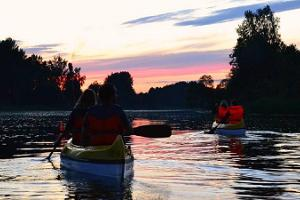 A canoe trip in the night glow of torches