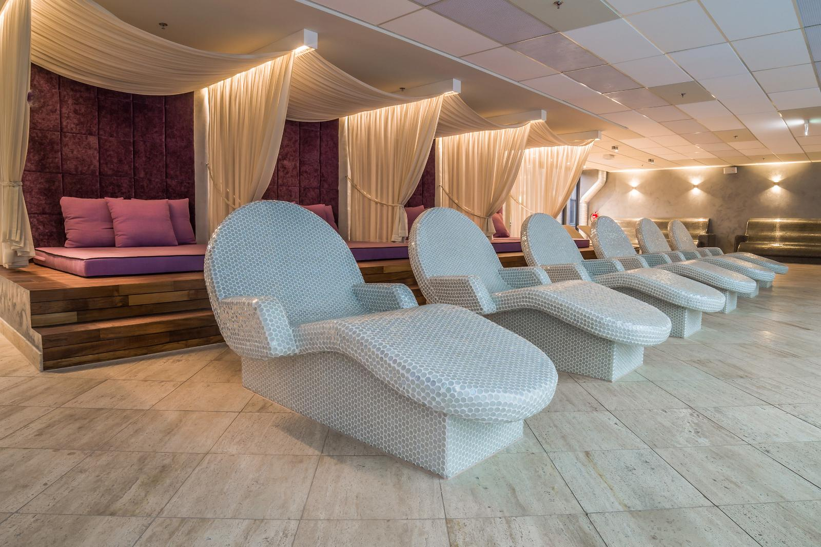 V spa and conference hotel estonia for V salon temascalcingo