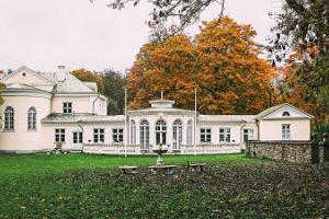 Kumna Manor from the back