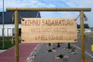 Kihnu harbour market: local food and crafts