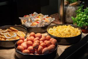 Park Inn by Radisson Meriton breakfast buffet