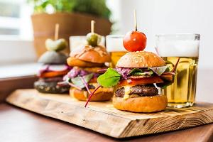 Mini burgers with beer