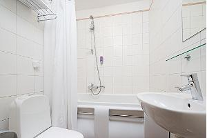 Rixwell Old Town Hotel - vannas istaba / WC